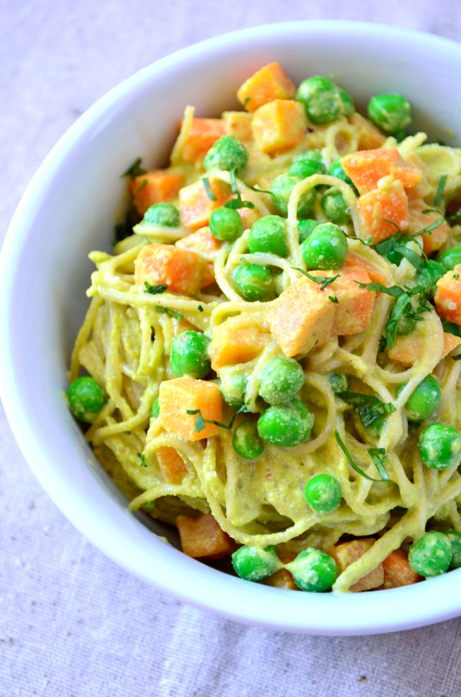 This vegan espagueti verde recipe is creamy, spicy and rich. It is perfect for those craving a decadent sauce without all the added fat.