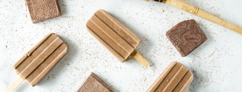 These Mexican hot chocolate popsicles (paletas de chocolate) are creamy and sweet, chocolaty and rich, with a touch of cinnamon.